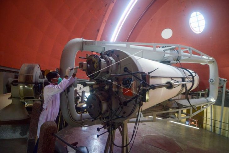 Perawatan teleskop Observatorium Bosscha