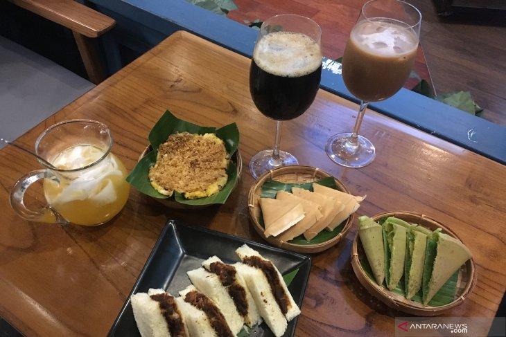Nostalgia hidangan Padang Peranakan dengan kopi dan martabak langka