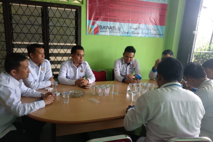 Bawaslu Bangka Tengah dan KPID bahas aturan siaran Pemilukada 2020