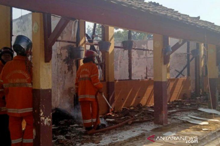 Bangunan SDN Cicinde I Karawang dilalap si jago merah