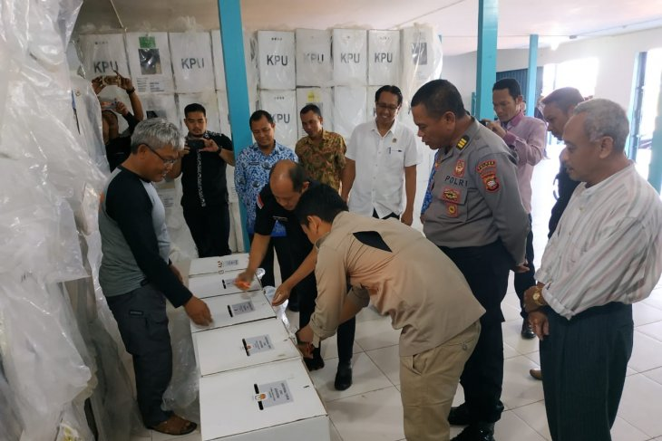 Ini tujuan KPU Kapuas Hulu buka kotak suara Pemilu 2019