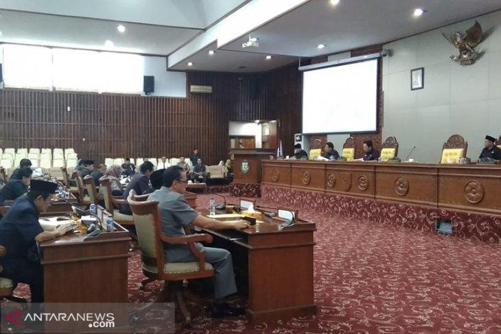 Gubernur pertanggungjawabkan APBD 2018 di paripurna dewan provinsi