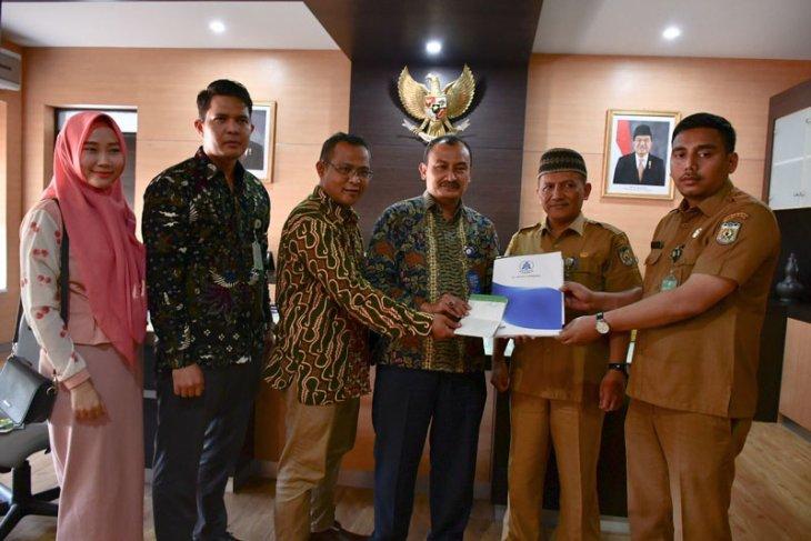 Taspen serahkan tabungan hari tua almarhum Kepala BPKK  Banda Aceh