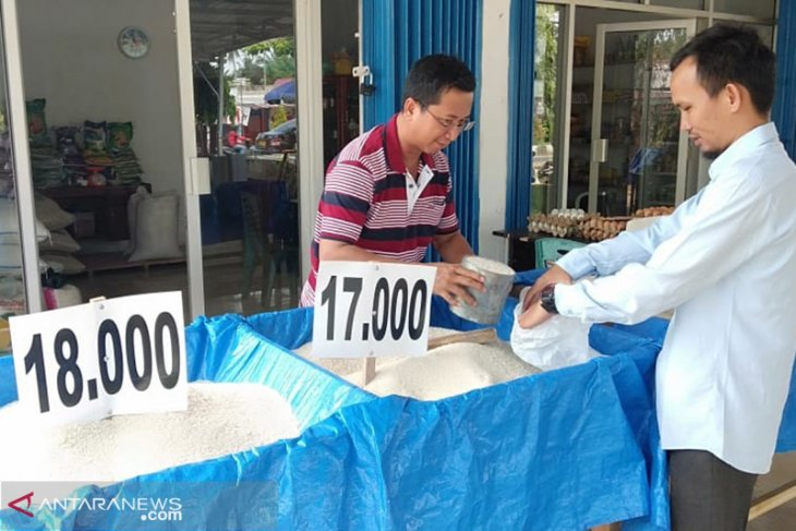 Dari gubernur kembali ke pedagang beras