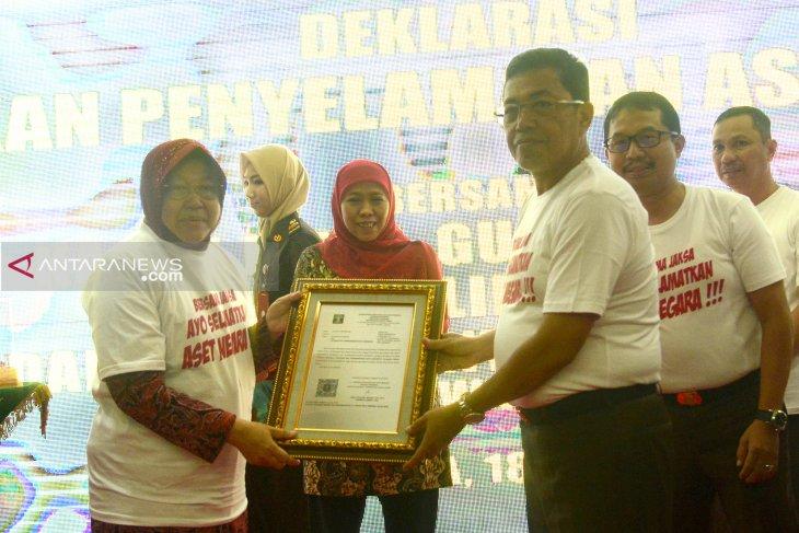 Kejaksaan Tinggi Jatim resmi serahkan aset YKP ke Pemkot Surabaya