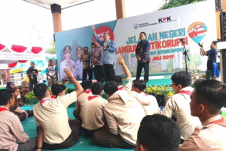 KPK edukasi antikorupsi kepada pelajar SMA Situbondo melalui permainan (Video)