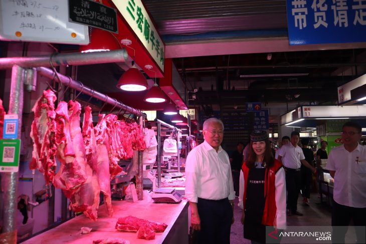 Minister Enggartiasto visits Beijing main market