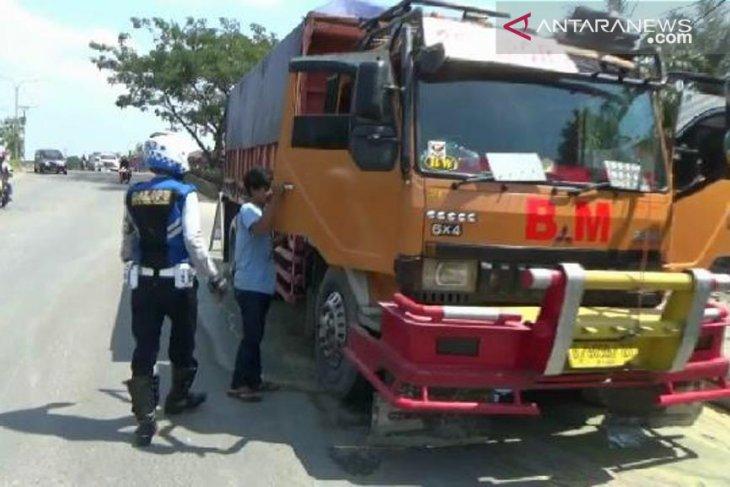 Petugas Gabungan tindak kendaraan nakal di Jalan Aat - Rusli