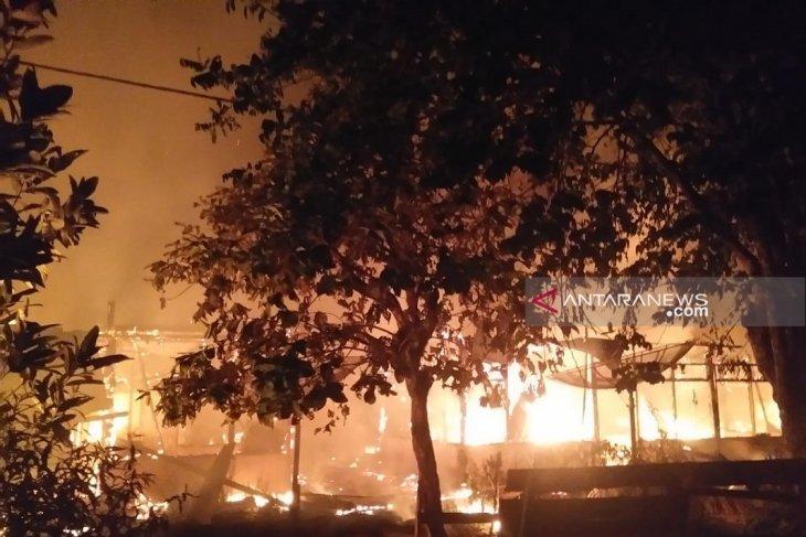 Kebakaran hanguskan tiga rumah di Mukomuko