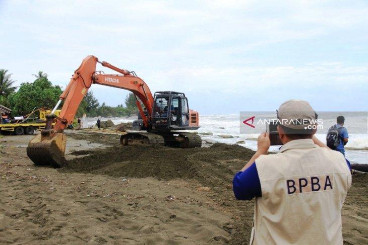 BPBA dan BPBD Aceh Barat kerahkan alat berat atasi banjir rob