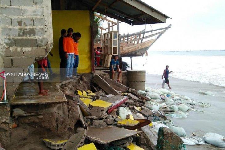 18 rumah di Abdya rusak diterjang gelombang pasang