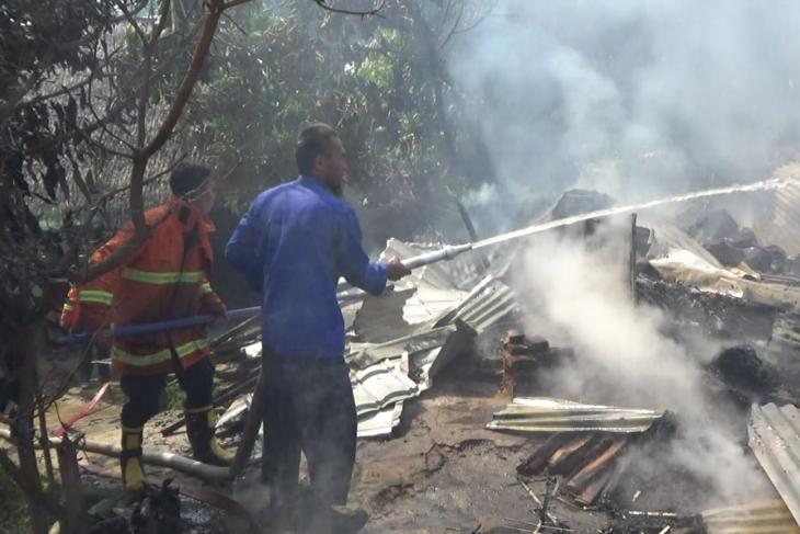 Dua unit rumah permanen terbakar di Perumnas Bagelen Tebing Tinggi