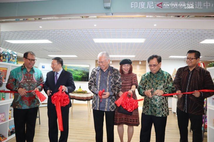 Two Indonesian promotion centers essential in China: Minister