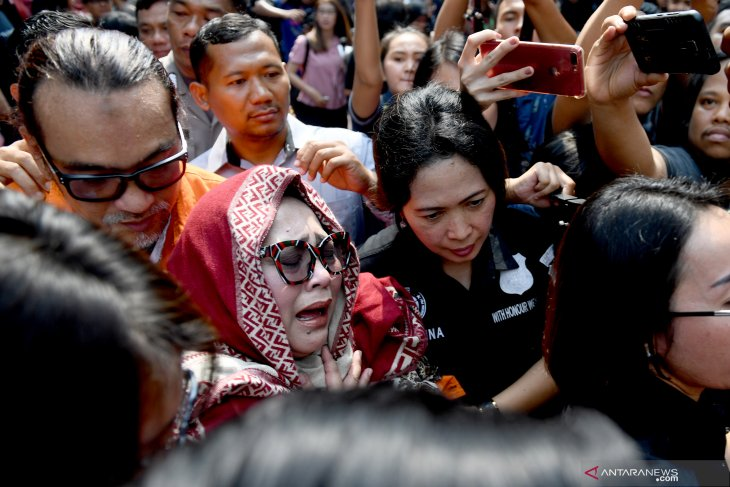 Tri Retno Prayudati alias Nunung, dari penyanyi panggilan hingga terjerat narkoba