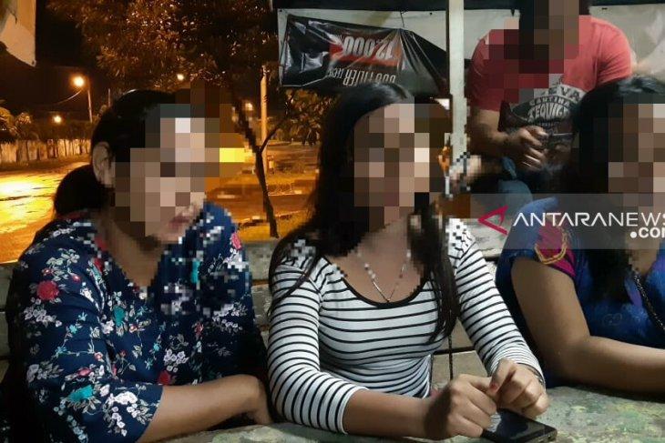 Tante jual keponakan sendiri, terungkap saat polisi nyamar jadi pembeli