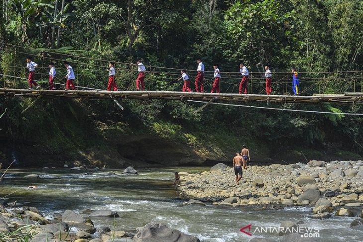 Jembatan gantung rusak di Tasikmalaya