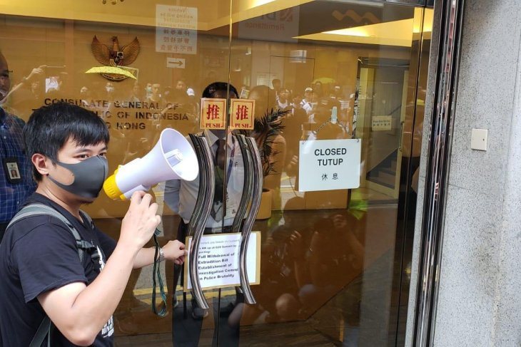 KJRI Hong Kong imbau WNI hindari  pakaian hitam-putih