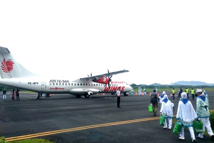 Jamaah calon haji Tapanuli Tengah ke Medan naik pesawat