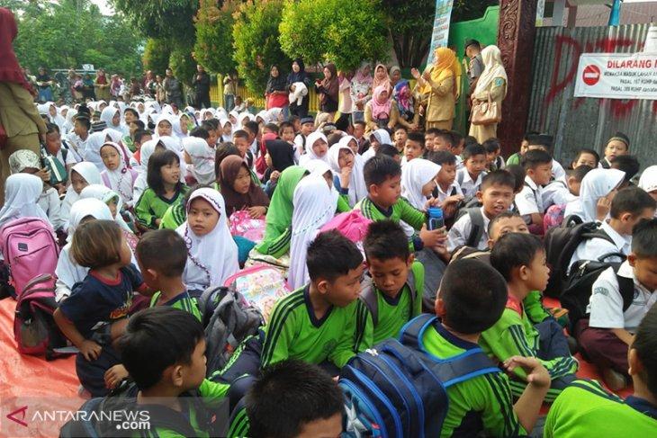 Penyegelan SDN 62 kota, preseden buruk bagi pemenuhan hak-hak dasar anak