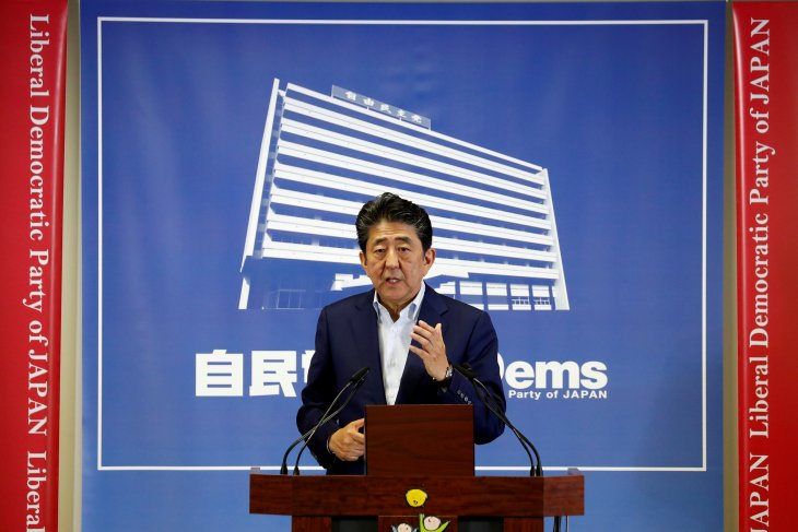 Menteri Perdagangan Jepang Isshu Sugawara mundur terkait skandal melon