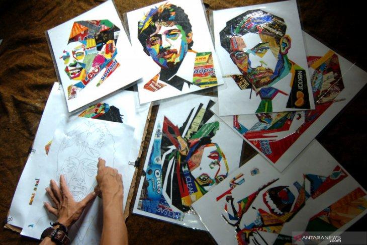Mahasiswa UNP mengangkat masalah sampah plastik dalam karya lukisan