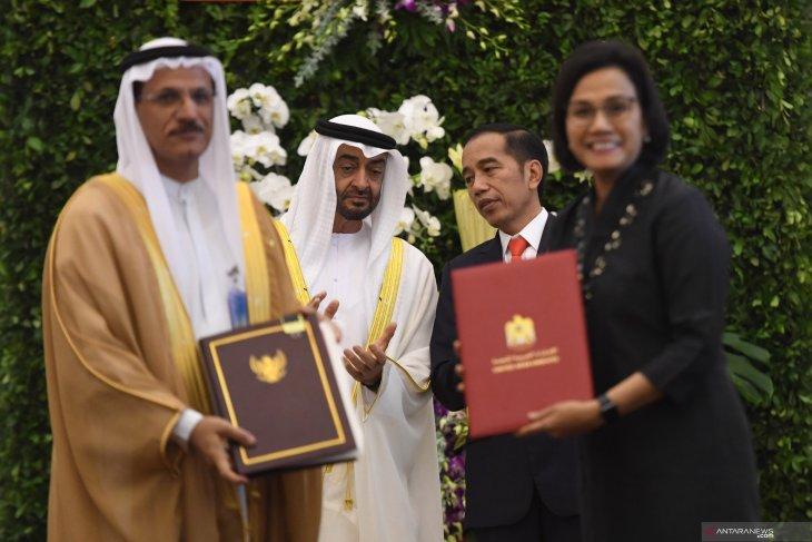 Abu Dhabi crown prince tastes durian, mangosteen at Bogor Palace
