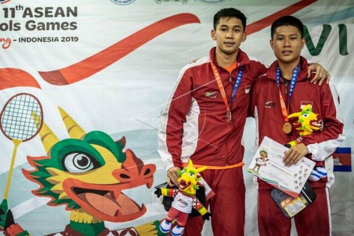Medali emas bulu tangkis tunggal putra