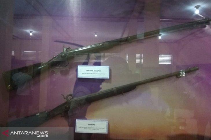 50 jenis senjata tradisional dipamerkan di Museum Bengkulu