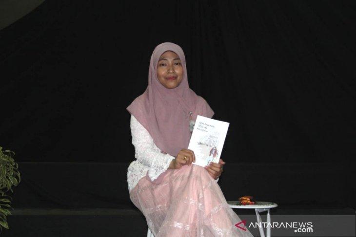 Nailiya Nikmah- Ibu dosen penulis puisi, cerpen dan novel