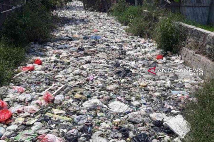 Kali Bahagia Bekasi berubah jadi tempat pembuangan sampah hingga sepanjang 1 kilometer