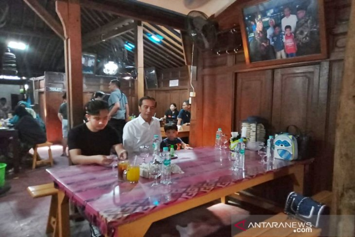 Jokowi mempersilakan Gibran masuk bursa calon Wali Kota Surakarta