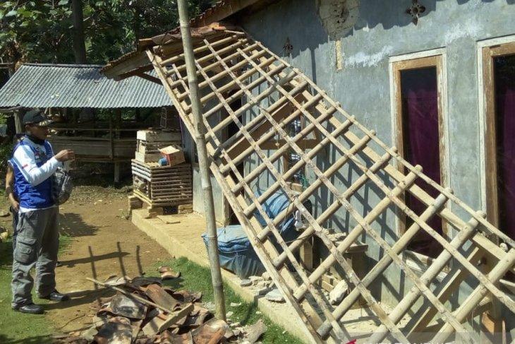 BPBD: Empat rumah rusak akibat gempa