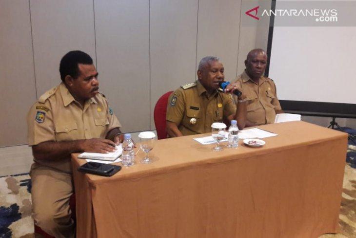 Gubernur Dominggus tekankan BUMD lirik potensi SDA Papua Barat