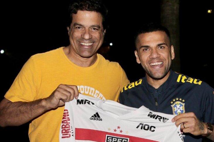 Alves pulang kampung, gabung Sao Paulo