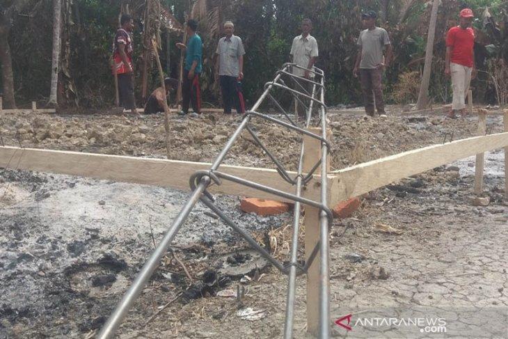 Gampong Bantayan Aceh Utara bangun rumah baru untuk kakek-nenek korban kebakaran