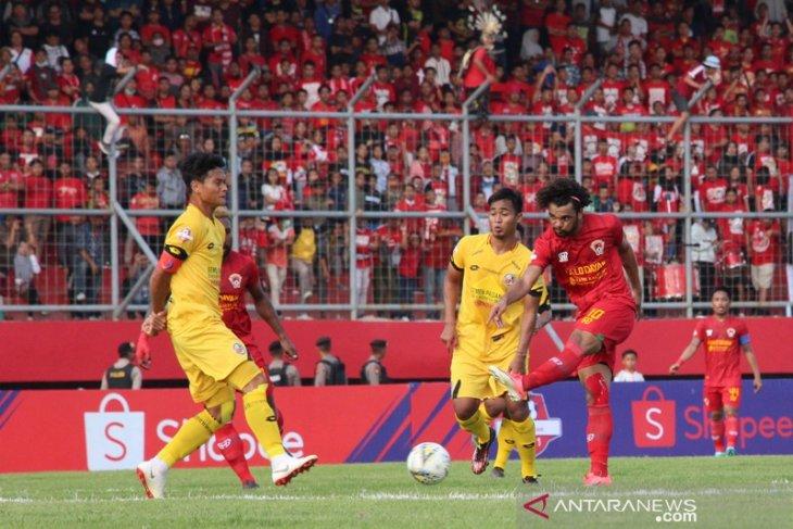 Kalteng Putra Tumbangkan Semen Padang FC Foto Page 1