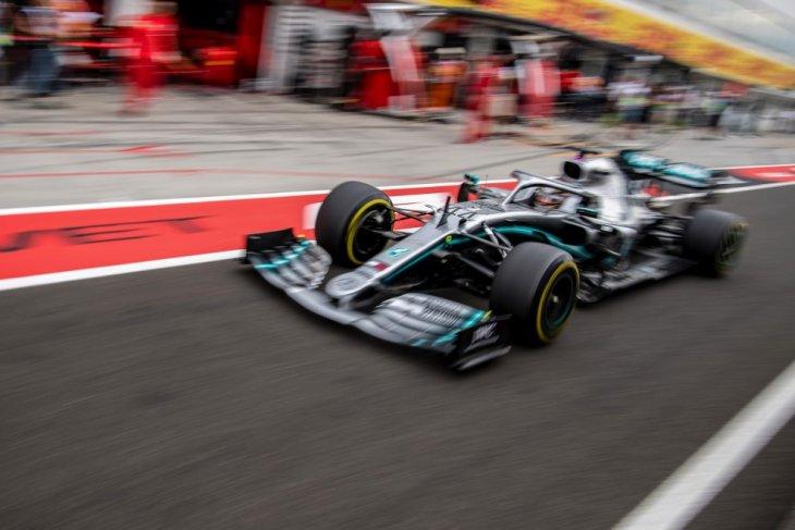 Lewis Hamilton menangi duel ketat dengan Verstappen di Sirkuit Hungaroring