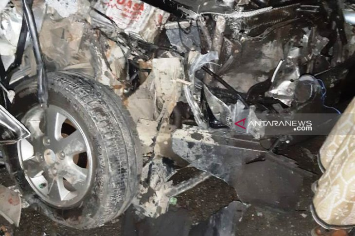 Anggota TNI di Aceh Barat luka parah, akibat mobilnya tabrak truk