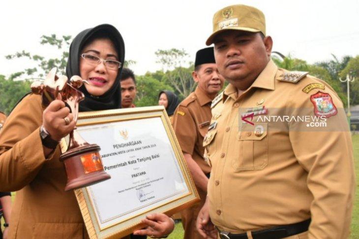 Pemkot Tanjungbalai terima penghargaan KLA kategori Pratama