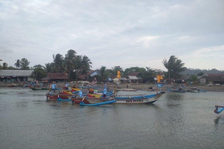 Bupati Sukabumi minta pemerintah pusat tertibkan bagan karena ganggu aktivitas nelayan