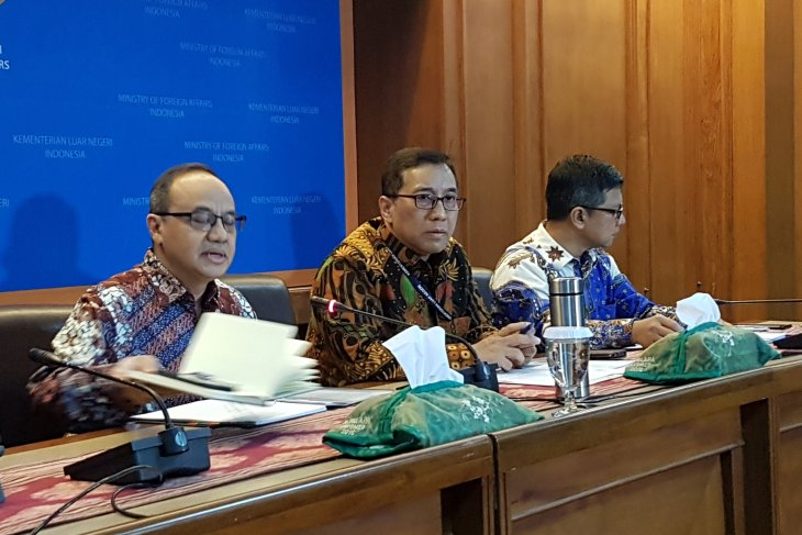 Indonesia encourages  UNHCR to solve refugee issue