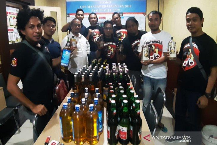 Ditkrimum Polda Kalsel sita 167 botol minuman keras ilegal