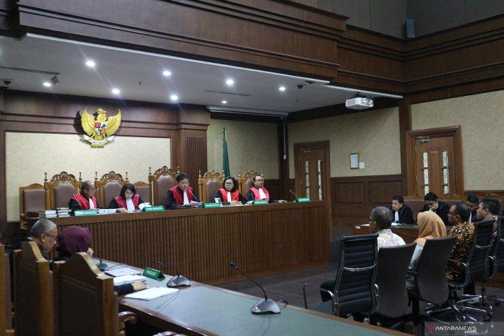 Tiga pejabat Kementerian PUPR divonis bersalah karena terima  suap