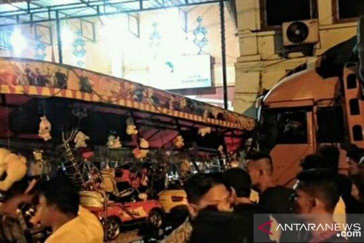 Truk tabrak odong-odong di Kotapinang, 5 orang terluka