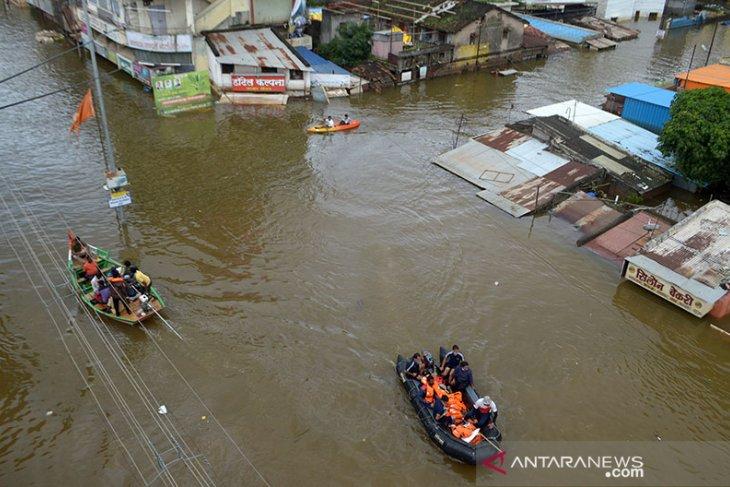 Banjir tewaskan 98 orang, ribuan masih mengungsi di seluruh India