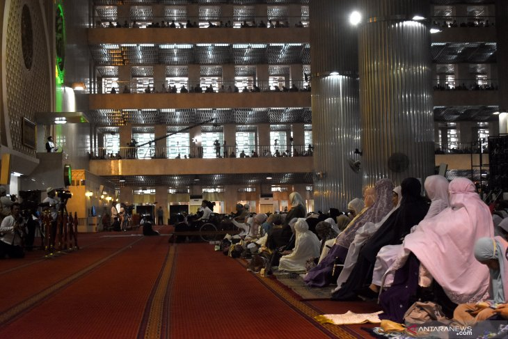 600  persons with disabilities join Eid al-Adha prayers at Istiqlal
