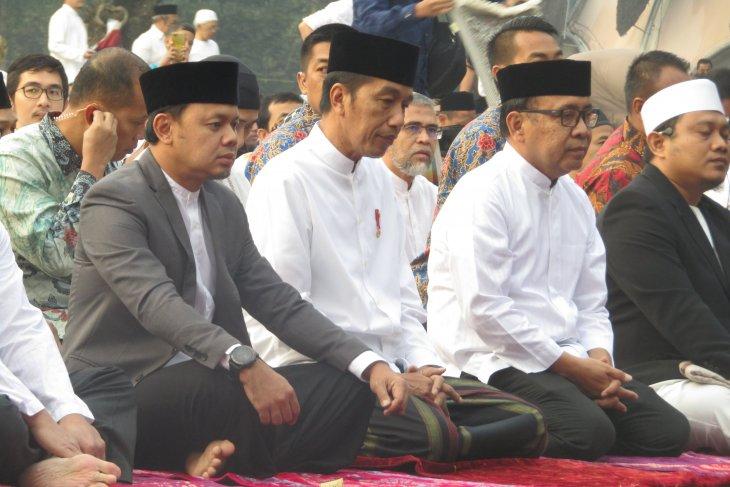 Jokowi dan Ibu Negara Iriana tunaikan Shalat Idul Adha di Kebun Raya Bogor