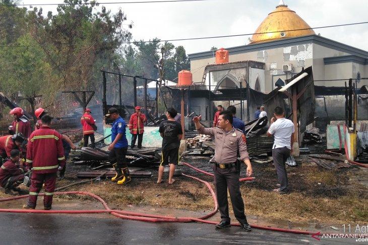 Warga sibuk potong hewan kurban tiga rumah hangus terbakar (video)