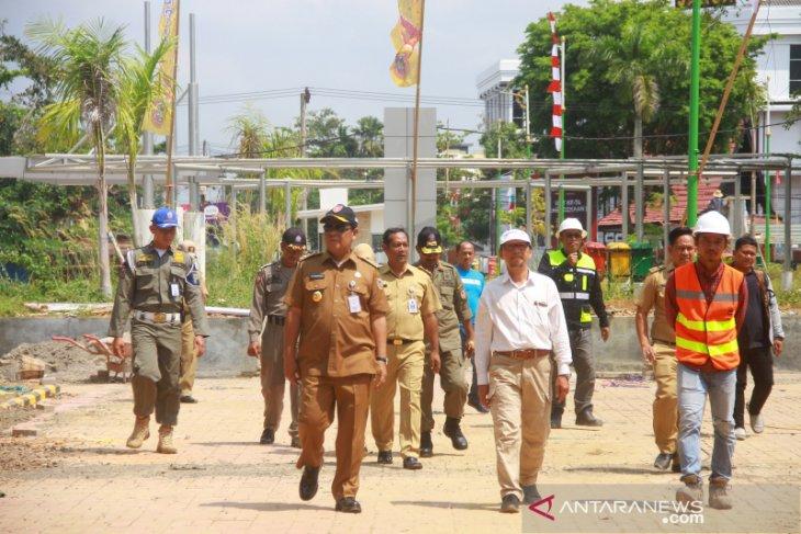 Gubernur Kalsel Meninjau Pembangunan Taman