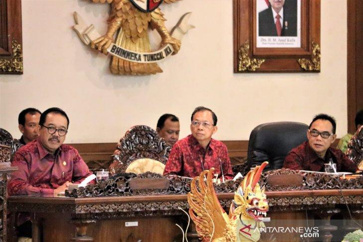 Gubernur setujui pelantikan DPRD Bali gunakan pakaian adat